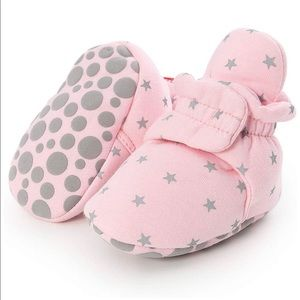 Babies non skid soft booties, pink star